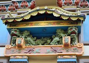Мистические драконы на фасаде «чайного дома»