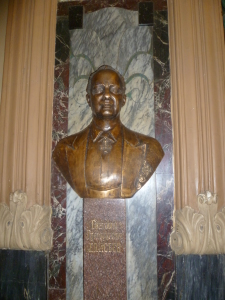 Память о хозяине Елисеевского в залах магазина