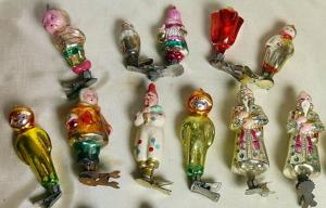 Космонавты, клоуны, матрешки и персонажи русских сказок украшали новогодние елки 50-60-х годов.