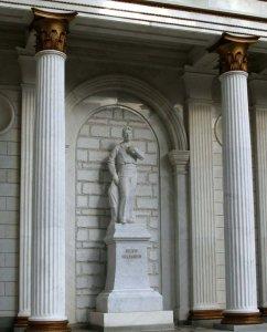 Памятник Фёдору Шаляпину. 2007 г. Скульптор Р.Хасанов