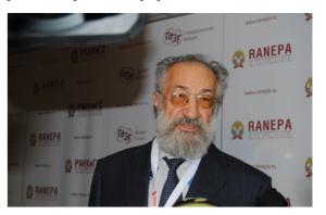 Артур Чилингаров общается с прессой