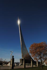 Аллея космонавтов (монумент «Покорителям космоса», макет Солнечной системы, памятник Королёву)