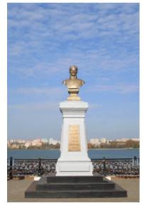 Памятник основателю Ижевского оружейного завода А.Ф. Дерябину[3]