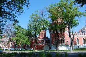 Удобная инфраструктура Петровского замка.